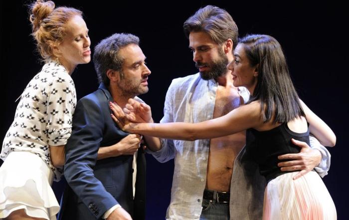DOS MAS DOS. Teatro Olimpia Valencia